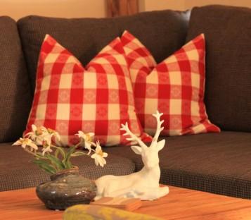 Gemütliches Sofa im Wohnzimmer